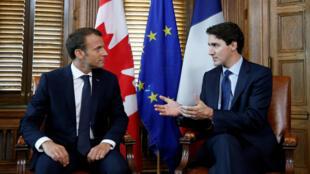 លោក Justin Trudeau និងលោក Emmanuel Macron នៅក្រុងអូតាវ៉ា ថ្ងៃទី៦ មិថុនា ២០១៧