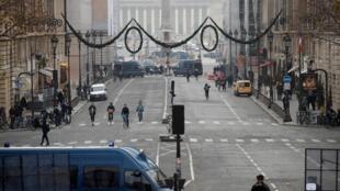 Os comerciantes já temem o impacto do movimento nas vendas, principalmente durante este fim de semana, o primeiro das compras de Natal.