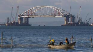 Мост через Керченский пролив между Крымом и Россией. октябрь 2017 г.