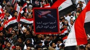 En Irak, des milliers de manifestants marchent ce 24 janvier contre la présence américaine dans le pays.