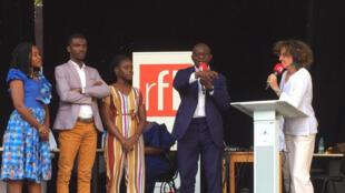 De gauche à droite, les finalistes du concours ChallengeApp Afrique, Didier Acouetey, Emmanuelle Bastide.