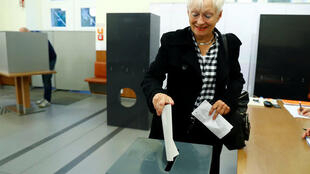A voter casts his ballot in Berlin