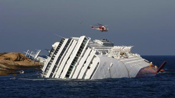 A carcaça do Costa Concordia pode levar entre sete e dez meses para ser retirada.