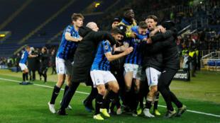Les joueurs de l'Atalanta Bergame enthousiastes après leur troisième but contre Shakhtar Donetsk, le 11 décembre 2019.