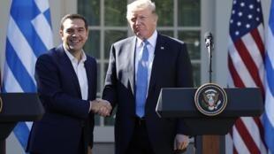 លោកនាយករដ្ឋមន្ត្រីក្រិក Alexis Tsipras និងលោក Trump បង្ហាញភាពល្អូកល្អឺន។ ថ្ងៃទី១៧ តុលា ២០១៧