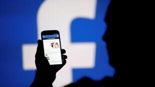 В Facebook информацию о фальшивых аккаунтах во Франции подтверждают.