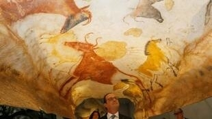 President Francois Hollande opening the Lascaux cave paintings relica, December 10, 2016