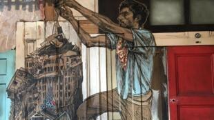 Detalhe de trabalho da artista urbana Swoon, em cartaz no Fluctuart, em Paris.