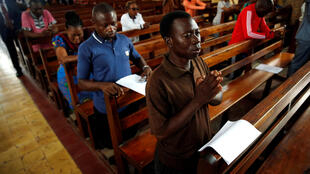 Congregants pray during a mass for a peaceful election at the Notre Dame de Kinshasa cathedral in Kinshasa, Democratic Republic of Congo, December 29, 2018