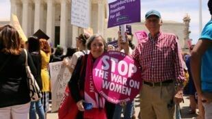 Manifestação a favor do direito ao aborto nos Estados Unidos.