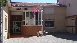 Fachada da prefeitura de Aureville, no sudoeste da França.