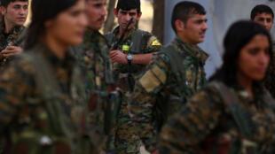 Бойцы курдских «Отрядов народной самообороны». Город Дерик, северо-восток Сирии, июнь 2017