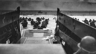 Foto histórica de um desembarque norte-americano em Omaha, em 6 de junho de 1944.