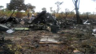 Une photo de la police namibienne montrant la carcasse carbonisée de l'appareil de Mozambican Airlines, qui s'est écrasé sur le sol namibien, le 30 novembre 2013.
