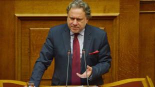 Georges Katrougalos, ministre grec de la Réforme administrative, au cours d'une intervention au Parlement grec, le 5 juin 2015 à Athènes.