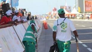 Trabalhadores da ELISAL, em Luanda