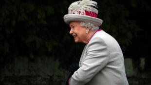 Королева Великобритании одобрила закон против «жесткого брексита»