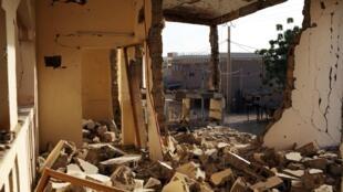 Destroços em Gao, Mali, após confrontos entre jihadistas e forças da França e do Mali.