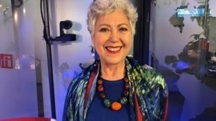 """A psicóloga e psicanalista Marlene Iucksch nos estúdios da RFI Brasil para falar de seu livro """"Guaporé""""."""