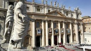 Praça de São Pedro, Vaticano, durante canonização de irmã Dulce.