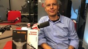 O escritor Fernando Molica