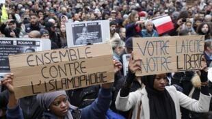 Manifestação contra a islamofobia reuniu mais de 13 mil pessoas em Paris. Em 10 de novembro de 2019.