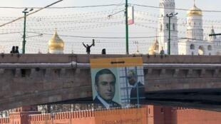 """Плакат акции в поддержку Ходорковского движения """"Мы""""."""