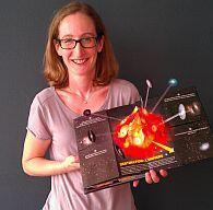 """A astrônoma Emma Sanders, uma das autoras do livro """"Viagem no Coração da Matéria"""", lançado pelo Cern, a Organização Europeia de Pesquisas Nucleares."""