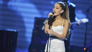 Ariana Grande realiza show beneficente em Manchester