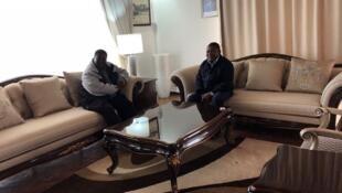 Presidente Nyusi juntamente com o líder interino da Renamo, Ossufo Momade (imagem de arquivo).