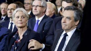 Penelope e  seu marido, o candidato da direita François Fillon, indiciados em plena campanha eleitoral para a Presidência da França.