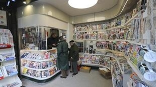 Newspapers in France and all over the world, seeing advertising revenu dwindle, look to other funding sources
