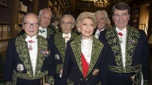 تنی چند از اعضای آکادمی یا فرهنگستان زبان فرانسه