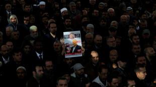 11月16日,在土耳其伊斯坦布尔,民众为卡舒吉举行象征性葬礼。