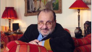 Photographie portrait du journaliste et écrivain Serge Moati.