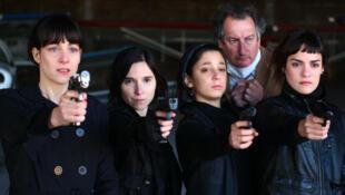"""Cuatro actrices interpretan todos los roles femeninos de """"La flor""""."""