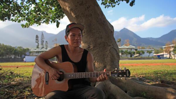 Suming est un chanteur aborigène engagé, célèbre dans tout le pays et à l'étranger.