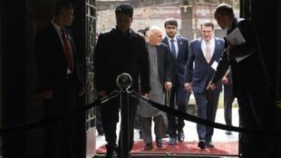 阿富汗总统加尼和美国防长卡特一起举行新闻会