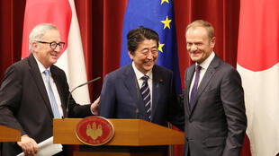 Japanese Prime Minister Shinzo Abe, center, European Commission President Jean-Claude Juncker, left, and European Council President Donald Tusk, right, smile after their joint press conference of Japan-EU summit at Abe's official residence in Tokyo 170718