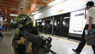 Exercice anti-terrorisme dans le métro de Séoul.