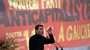 Olivier Besancenot speaks at an NPA meeting