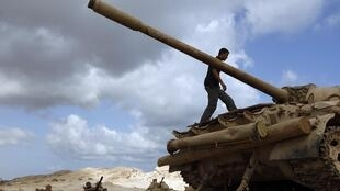 Rebels said to be poised to take control of Kadhafi's home town