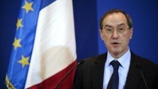 """El ministro francés del Interior, Claude  Guéant, afirmó que """"todas las civilizaciones no son iguales"""" y llamó a  """"proteger nuestra civilización"""", en un discurso pronunciado el sábado 4 de febrero durante un coloquio de una asociación estudiantil."""