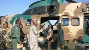 Gwaman Jahar Borno Farfesa Baba Gana Umara zulum lokacin da ya sauka a jamhuriyar Nijar domin ziyarar 'yan gudun hijirar jihar sa