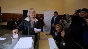 Цецка Цачева — одна из двух самых вероятных претендентов на пост президента Болгарии. 06.11.2016