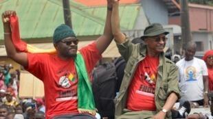 Deux figures de l'opposition guinéenne Cellou Dalein Diallo (à droite) et Fonike Manguee (à gauche) manifestant contre le projet de nouvelle constitution. Le 24 octobre 2019.