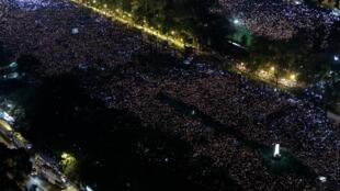 紀念六四三十周年,香港維園人潮如海。