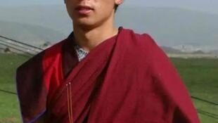 """23歲的僧人洛桑索南因在社交網絡分享""""敏感信息""""而被判刑六年"""