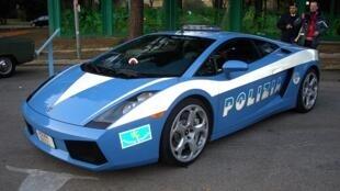 An Italian police car