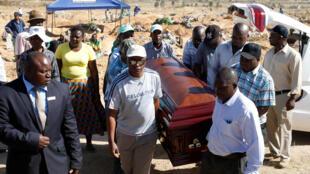 Durant les funérailles de Sylvia Maphosa, à Harare ce 4 août 2018.